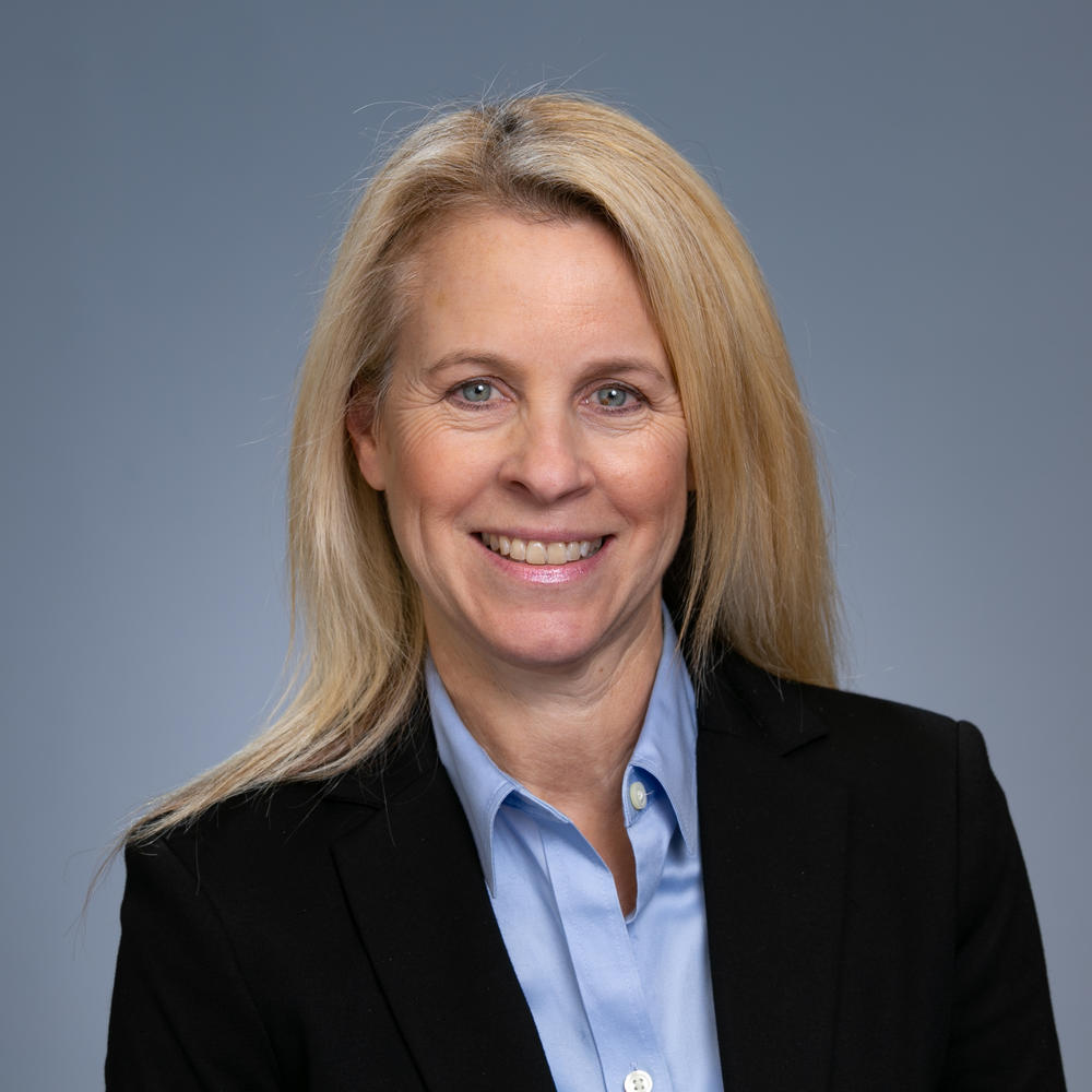Headshot of Lisa Hamilton